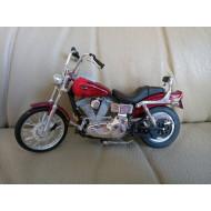 Model motocyklu Harley-Davidson Dyna, pohyblivá kola a řídítka, pérování 1:18