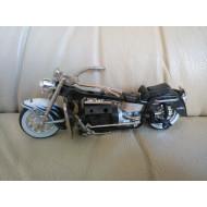Model motocyklu Vega, pohyblivá kola a řídítka, neúplný, chybí sedlo, stupačky, 1:18